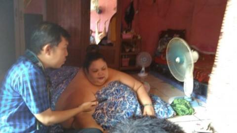 Wanita Berbobot 350 Kg asal Palangkaraya Dibawa ke RS