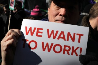 Ratusan Pekerja Federal Geruduk Gedung Putih