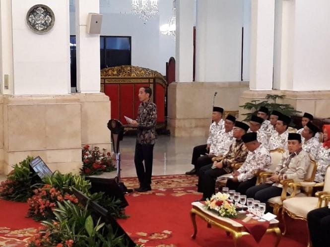 Presiden Joko Widodo bertemu Persatuan Guru Seluruh Indonesia (PGSI) - Medcom.id/Damar Iradat.