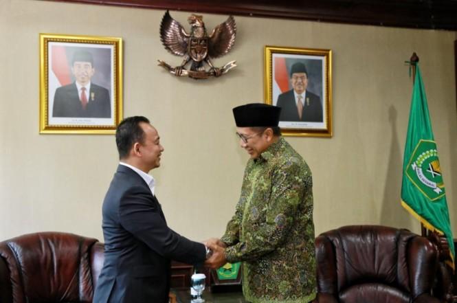 Menteri Agama, Lukman Hakim Saifuddin (kanan) saat menerima Menteri Pendidikan Malaysia, Maszlee bin Malik, di Kantor Kementerian Agama, Kemenag/Humas.