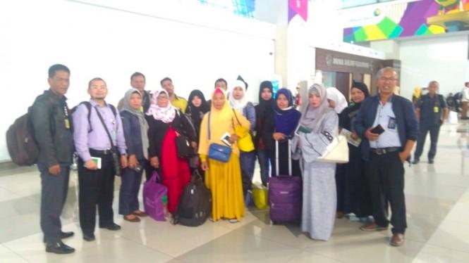 13 PMI yang berhasil dirampungkan permasalahan dengan majikannya. (Foto: Dok.KJRI Jeddah).