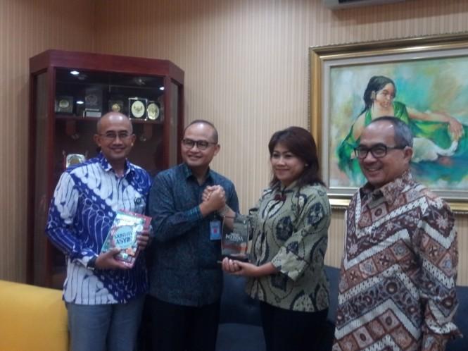 CEO PT Len Industri (Persero) Zakky Gamal Yasin (kedua dari kiri). (FOTO: Medcom.id/Nia Deviyana)