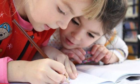 Peran Bahasa dalam Kesuksesan Akademik Anak