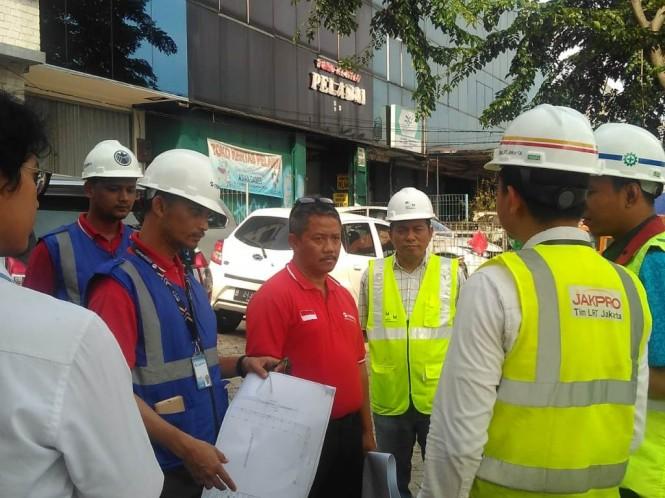 Transjakarta dan LRT Jakarta meninjau proyek pembangunan Skybridge - Medcom.id/Dian Ihsan Siregar.