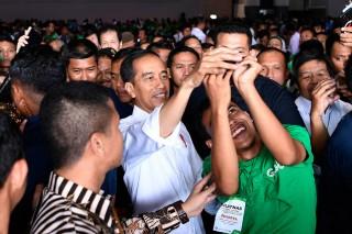 Jokowi: Regulasi untuk Ojek Online Segera Keluar