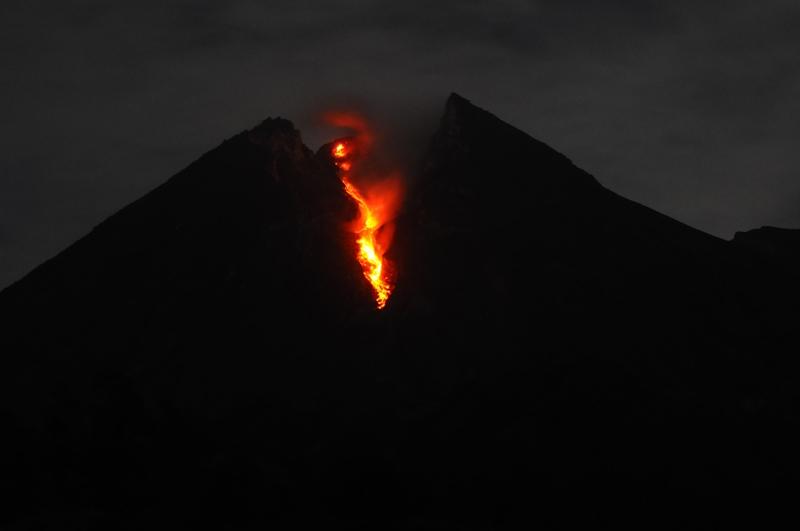 Gunung Merapi mengeluarkan lava pijar pada Sabtu, 12 Januari 2019. Antara/Aloysius Jarot Nugroho