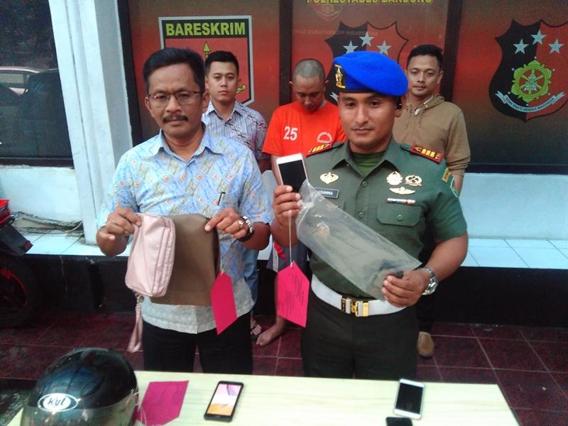 Polisi dan TNI menangkap pelaku begal yang kerap meresahkan warga Kota Bandung di Markas Polrestabes Bandung, Sabtu 12 Januari 2018. Medcom.id/P. Aditya Prakasa