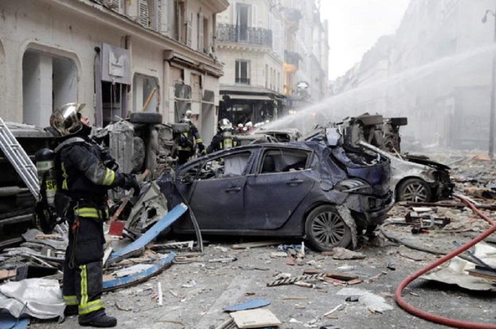 Dua petugas pemadam menjadi korban tewas ledakan toko roti di Paris, Prancis, Sabtu 12 Januari 2019. (Foto: AFP)