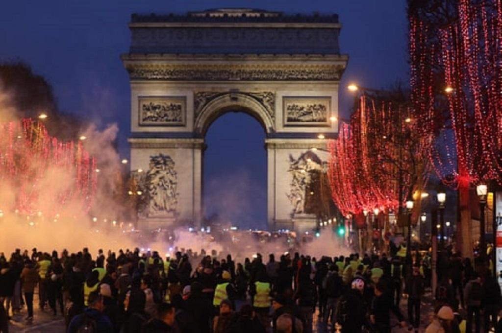 Unjuk rasa rompi kuning pekan kesembilan di Paris, Prancis, 12 Januari 2019. (Foto: Ludovic Marin/AFP/Getty Images)