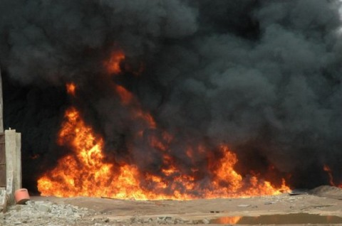 Truk BBM terguling dan terbakar di Odukpani, Nigeria, Jumat 11