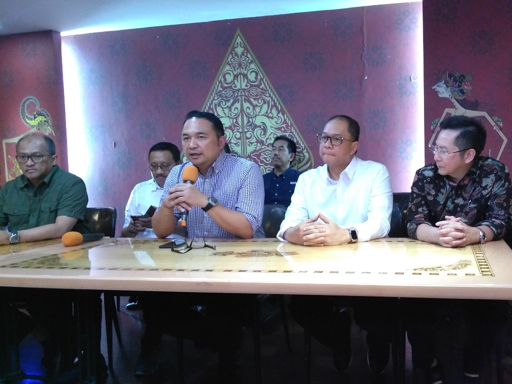 Ketua Umum INACA Ari Askhara (kedua kiri). Foto: Medcom.id/Muhammad Syahrul Ramadhan.
