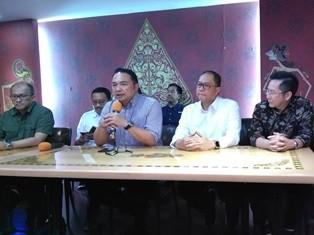 Ketua Umum INACA Ari Askhara (kedua kiri). Foto: