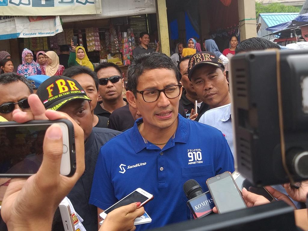 Calon wakil presiden nomor urut 02 Sandiaga Uno saat mengunjungi Pasar Lokbin Rorotan, Jakarta Utara. Foto: Medcom.id/Eko Nordiansyah.