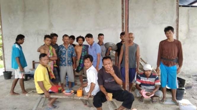 20 Pekerja asal Brebes, Jawa Tengah yang terlantar di Sorong, Papua. (Medcom.id/Kuntoro Tayubi).