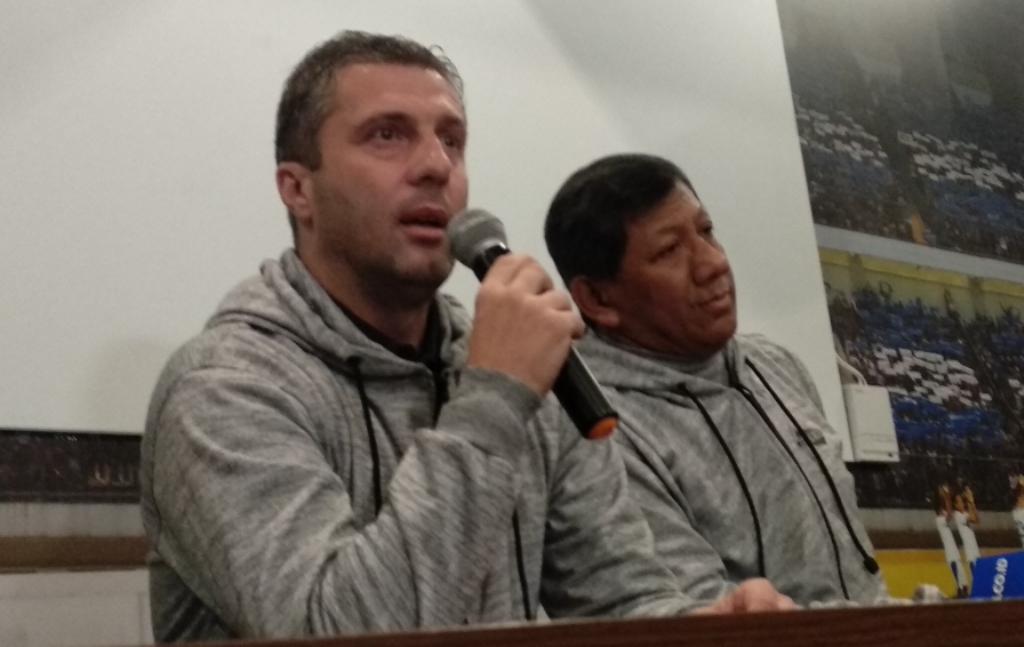 Pelatih Persib Bandung Miljan Radovic (kiri) (Foto: Medcom.id/Roni Kurniawan)