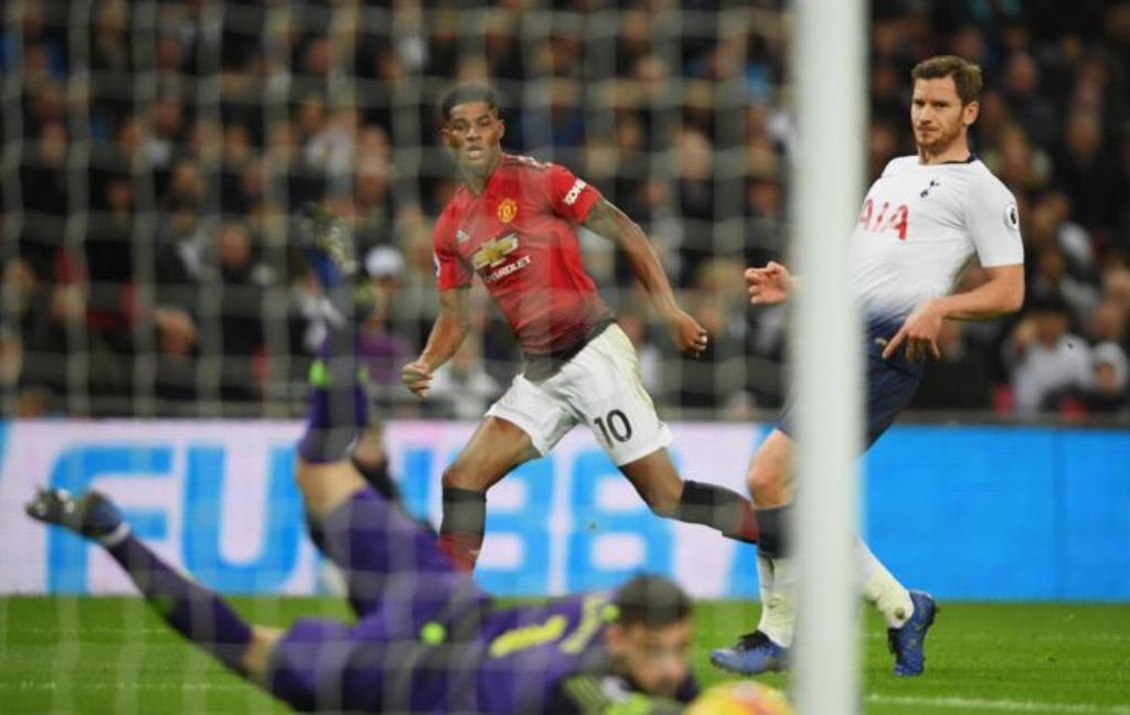 Marcus Rashford mencetak gol ke gawang Tottenham Hotspur. (Foto: manutd.com)