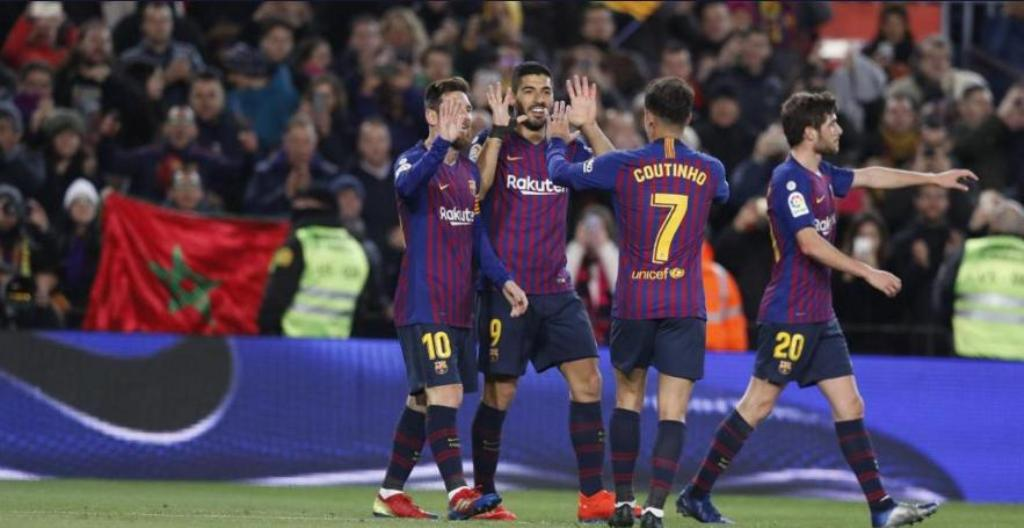 Skuat Barcelona merayakan kemenangan atas Eibar. (Foto: fcbarcelona.com)