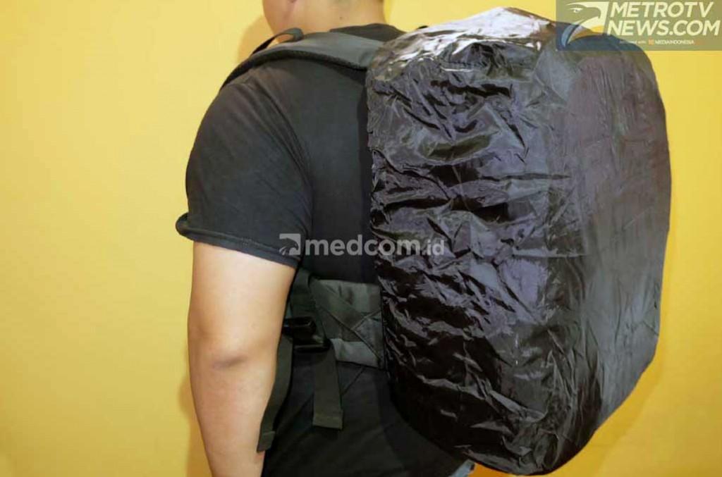 Rain cover bag perangkat tambahan yang harus dipersiapkan para bikers saat musim hujan. Medcom.id/Ekawan Raharja