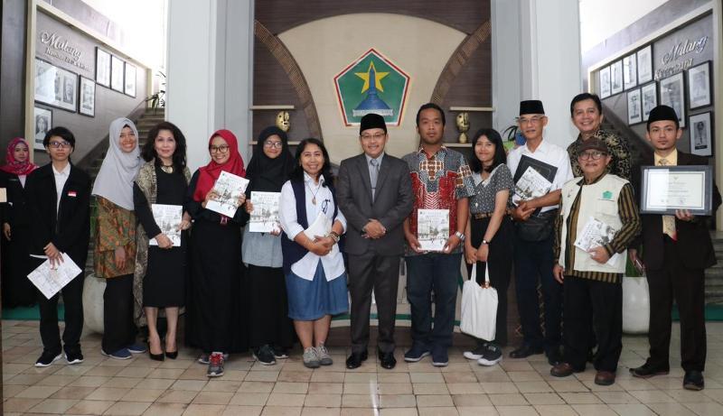 Penyerahan sertifikat penetapan bangunan cagar budaya di Kota Malang. (Foto: Humas Pemkot Malang)
