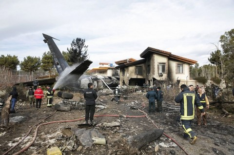 Pesawat Kargo Jatuh di Iran, 13 Orang Tewas