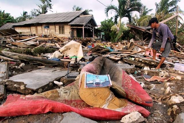 Suasana di Dusun Tiga Regahan Lada, Pulau Sebesi, (30/12/2018), usai tsunami Selat Sunda. Sebanyak 2.514 warganya diungsikan ke Kalianda, Lampung Selatan. Antara Foto/Adam Bariq
