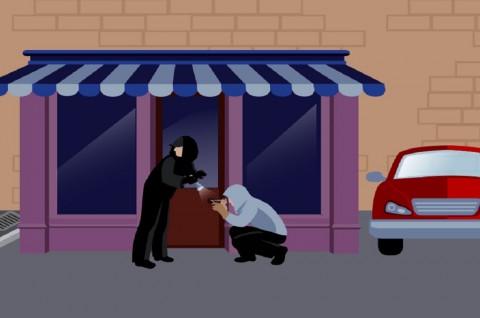 Pembeli Sebungkus Rokok Bawa Senjata Tajam Diburu Polisi