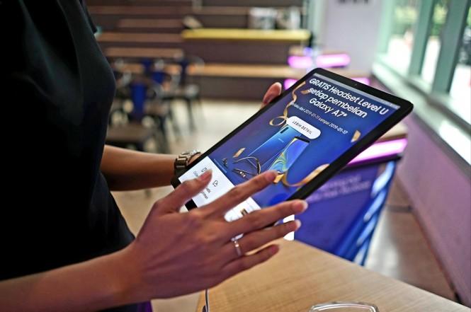 Samsung yakin kehadirkan platform belanja di situs resminya tidak akan menggerus toko fisik.