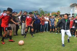 Menpora Jajal Lapangan Standar FIFA di Tasikmalaya