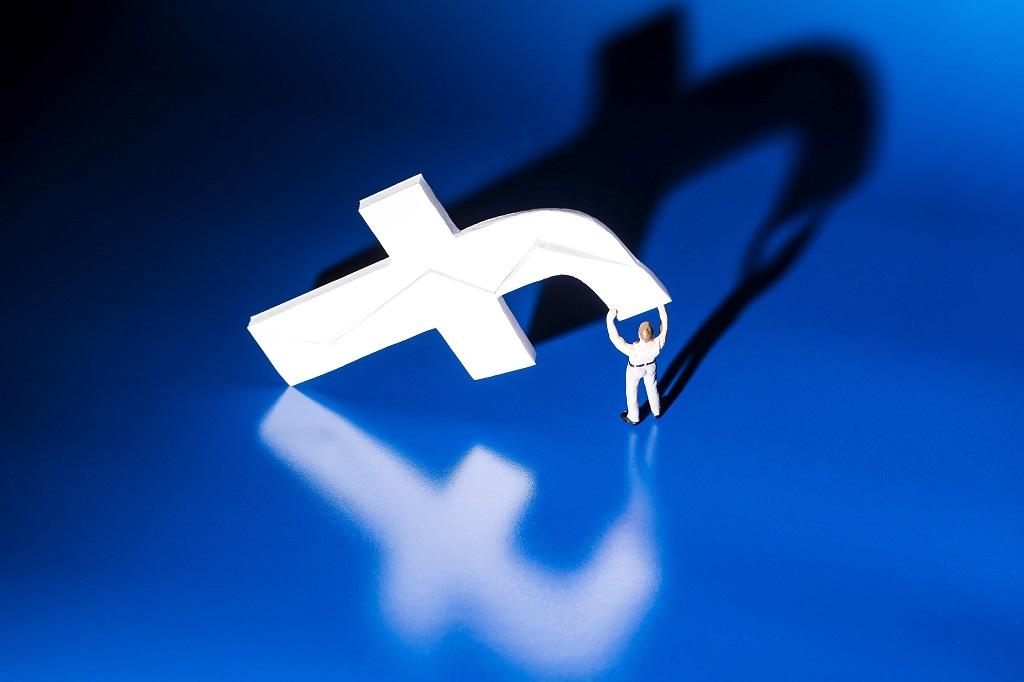 Facebook sedang uji fitur baru. (Photo by JOEL SAGET / AFP)
