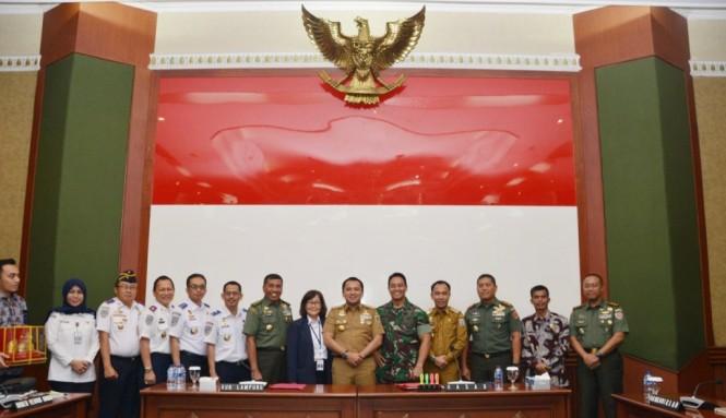 Suasana audiensi Kepala Staf Angkatan Darat Jenderal Andika Perkasa dan pemerintah provinsi Lampung. Foto: Dispenad.