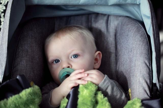 American Academy of Pediatrics merekomendasikan bahwa semua bayi sebaiknya menghadap ke belakang. (Foto: Sharon McCutcheon/Unsplash.com)