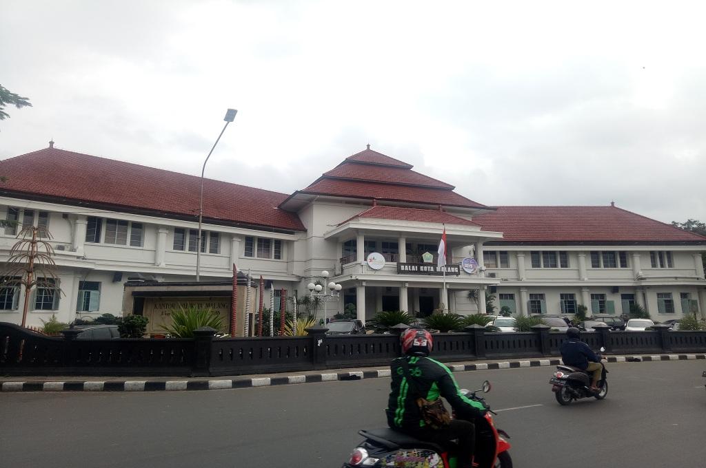 Balai Kota Malang, satu dari 32 bangunan bersejarah yang masuk dalam daftar cagar budaya di Kota Malang, Medcom.id - Daviq Umar