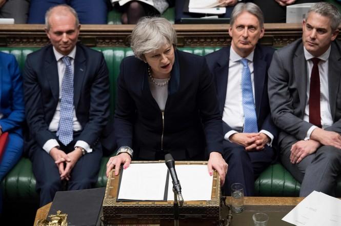 PM Inggris Theresa May berbicara di gedung parlemen di London, 15 Januari 2019. (Foto: AFP/UK Parliament/JESSICA TAYLOR)