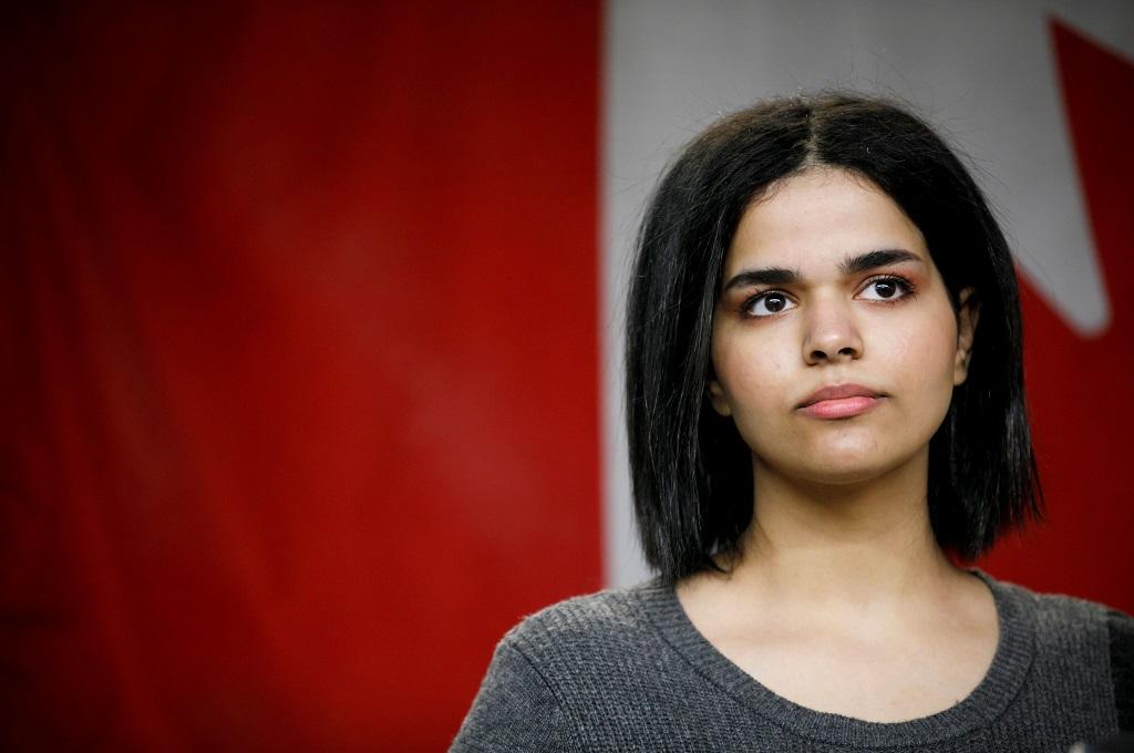 Rahaf Mohammed al-Qunun dalam konferensi pers di Toronto, Kanada, 15 Januari 2019. (Foto: AFP/COLE BURSTON)