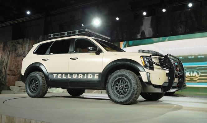 Garis desain Telluride yang maskulin bertolak belakang dengan jajaran SUV besutan Kia-Hyundai yang cenderung kalem. Sekilas sosoknya mirip Toyota Land Cruiser VX/GX. AFP Photo/Scott Olson