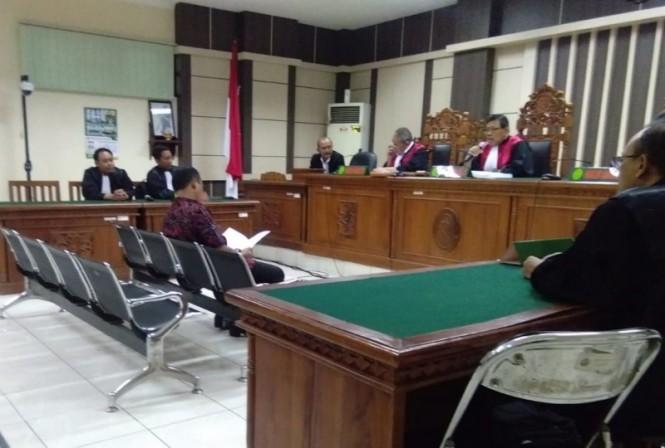 Bupati Purbalingga Nonaktif, Tasdi saat menjalani sidang di Tipikor, Semarang, Rabu 16 Januari 2019.