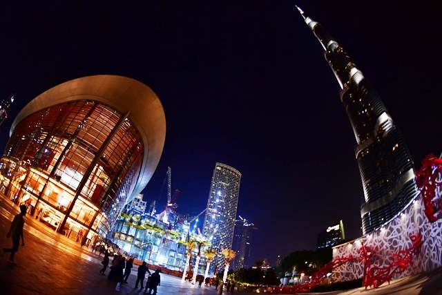 Dubai Opera bertetangga dengan Air Mancur Dubai dan bangunan tertinggi di dunia, Burj Khalifa. AFP Photo/Guiseppe Cacace