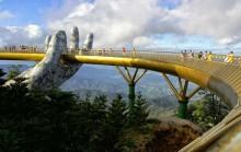 Tangan 'Tuhan' Penopang Jembatan Emas