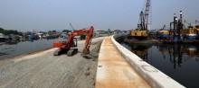 Anies Kejar Pembangunan Tanggul Pantai