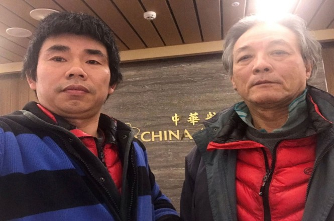 Liu Xinglian (kanan) dan Yan Kefen berfoto bersama di Bandara Internasional Taoyuan di Taipei, Taiwan, 14 Januari 2019. (Foto: AFP/Yan Kefen/HO)