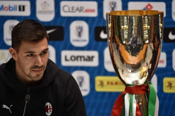Bek sekaligus kapten tim AC Milan Alessio Romagnoli menghadiri