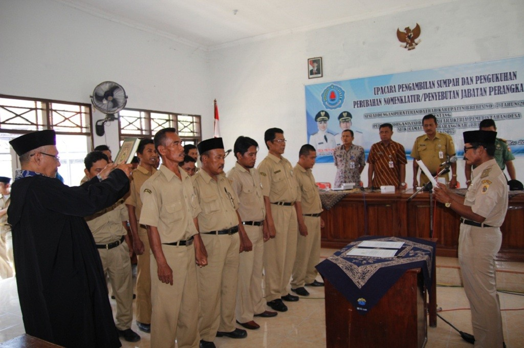 Dokumentasi pengukuhan kepala desa di Brebes, Jateng, Medcom.id - Kuntoro Tayubi