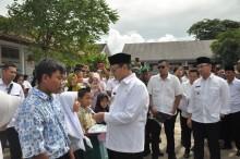 Gubernur Banten Salurkan Perlengkapan Sekolah ke Korban Tsunami