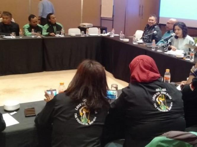 Caleg DPR RI Partai NasDem Shanti Ramchand membantu membuat draf RUU ojek daring. Foto: dokumen istimewa.