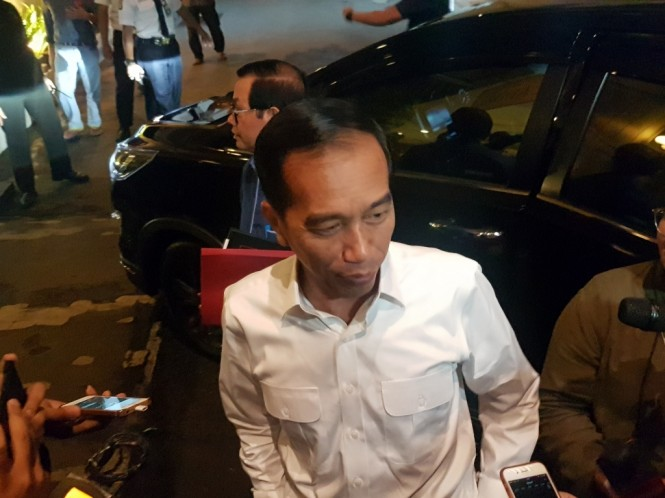 Calon presiden nomor urut 01 Joko Widodo mempersiapkan debat di Ballroom Djakarta Theatre, Thamrin, Jakarta Pusat. Foto: Medcom.id/Damar Iradat.