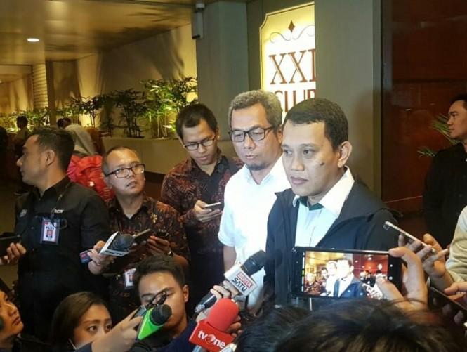 Direktur Komunikasi Politik TKN Jokowi-Ma'ruf, Usman Kansong dan Wakil Ketua TKN Jokowi-Maruf Amin Abdul Kadir Karding. Foto: Medcom.id/Arga Sumantri.