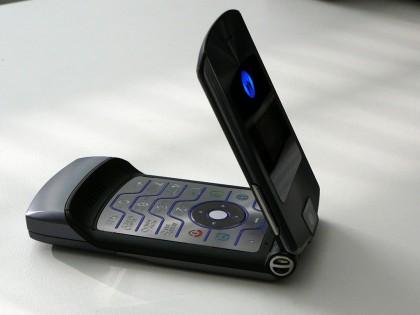 Motorola RAZR Hidup Lagi, Jadi Ponsel Lipat?