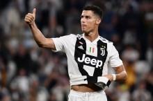 Allegri Angkat Tinggi-tinggi Cristiano Ronaldo