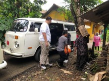 Pecinta VW Combi Bantu Korban Tsunami Selat Sunda