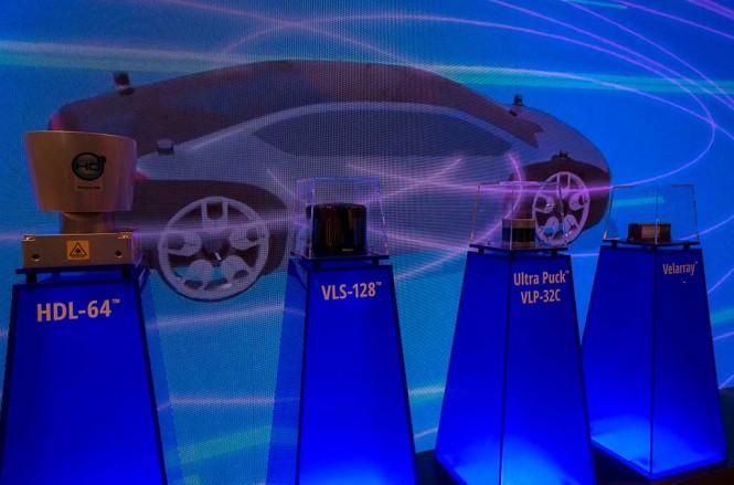 Komponen lampu laser produksi Velodyne LiDAR, tahap awal pengembangan komponen lampu untuk penglihatan mobil otonom secara 3D. AFP Photo/DAVID MCNEW